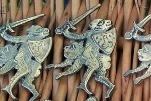 """Medieval badge """"Monkies"""" 1340-1500"""