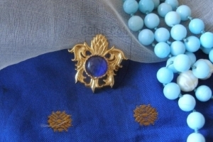 """""""Pineapple"""" brooch with blue glass cabochon XV c."""