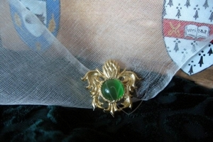 """""""Pineapple"""" brooch with glass cabochon XV c."""